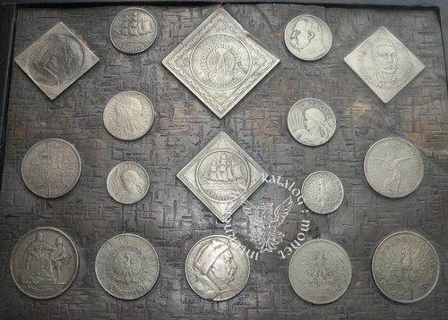 Z pudelka zawierajacego dwa rodzaje monet
